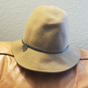 Banana Republic womens hat M/L